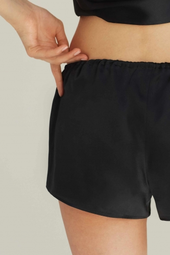 BY-DARIIA-DAY_Shorts_(Black)3_web.jpg